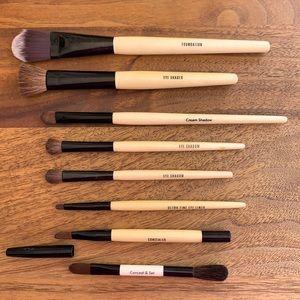 Bobbi Brown Make-up Brush Bundle-8 Brushes